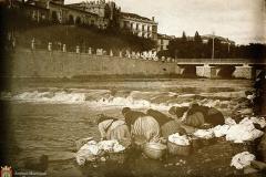 Lavanderas en el río Arlanzón, junto al Puente Besson de madera.
