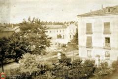 Vista de parte del recinto del Monasterio de la Salesas con el Palacio de Muguiro (actualmente de la Isla) al fondo.