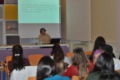 El profesor de la Universidad de Burgos, Pedro Ojeda imparte una clase especial a los alumnos del Grado de Español de la UBU